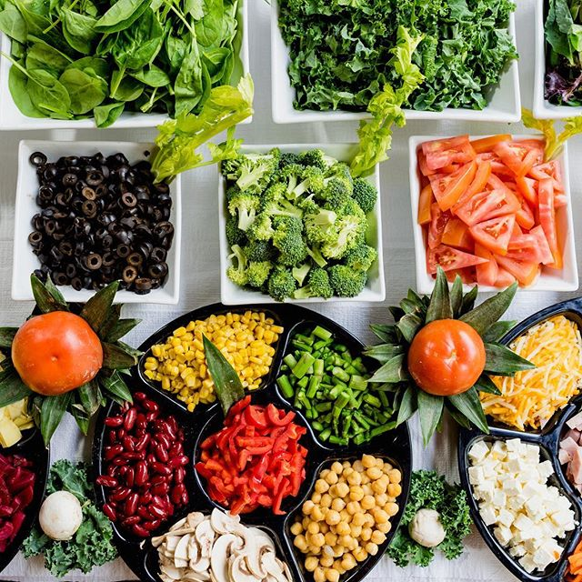 Are you a health nut? Let's chat about how we can cater your next event and trick all your friends into eating great-looking, healthy food! 😂💪🏽⚡️#CoffeeFoodVibes