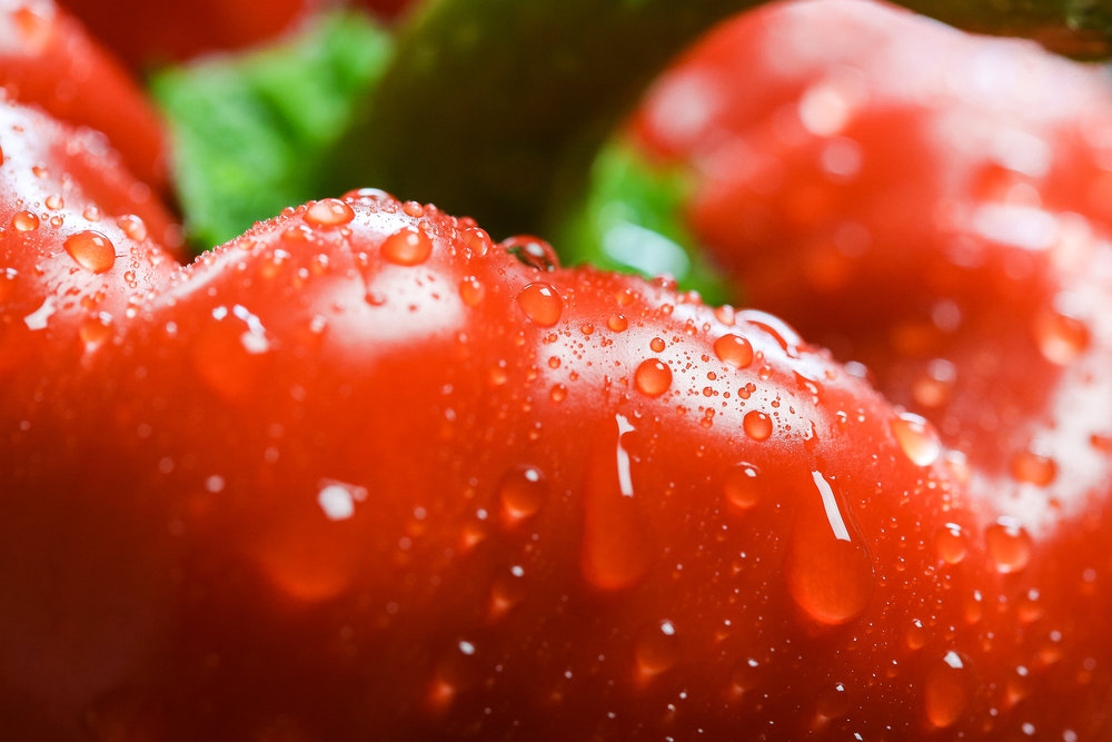red-paprika-in-water-drops-close-up-picjumbo-com.jpg