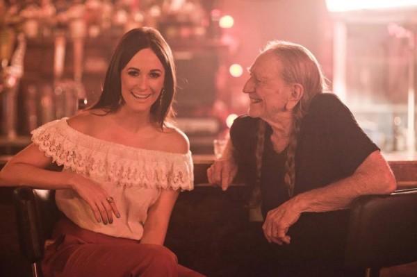 """Kacey e nonno Willie sul set del videoclip """"Are you sure"""", la ghost track tratta da  Pageant Material ."""