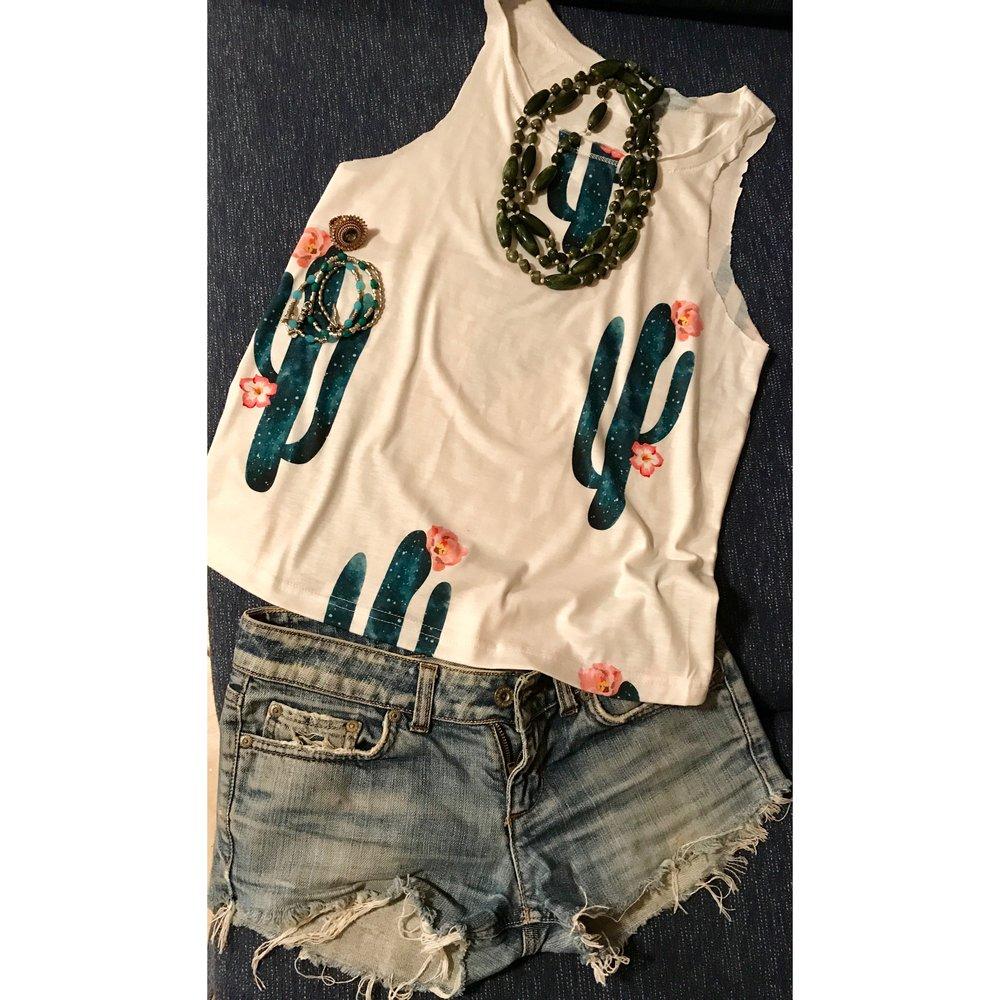 Top, shorts e accessori: questo outfit è appena entrato nella mia valigia per la Sicilia!