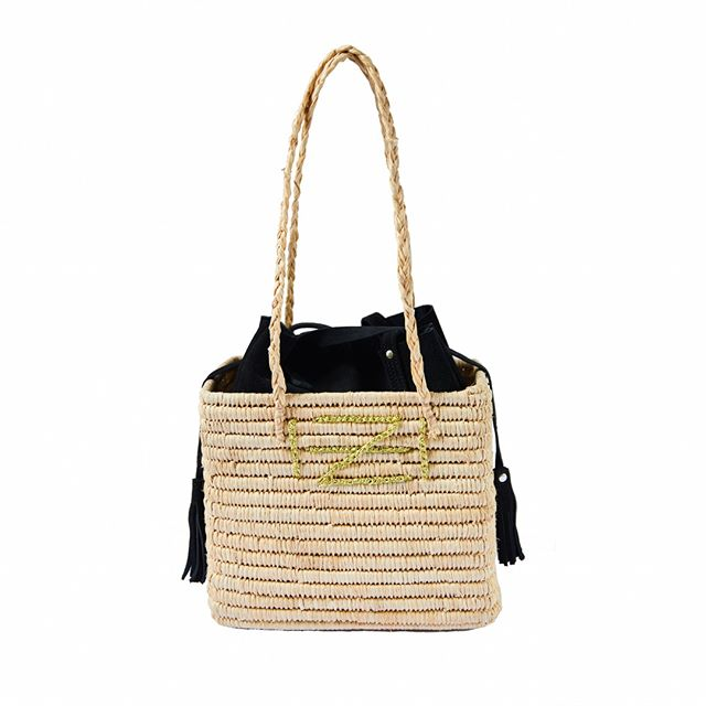 ✨free shipping on all orders✨ Raffia long strap basket with detachable tassely suede mini bag 🎄