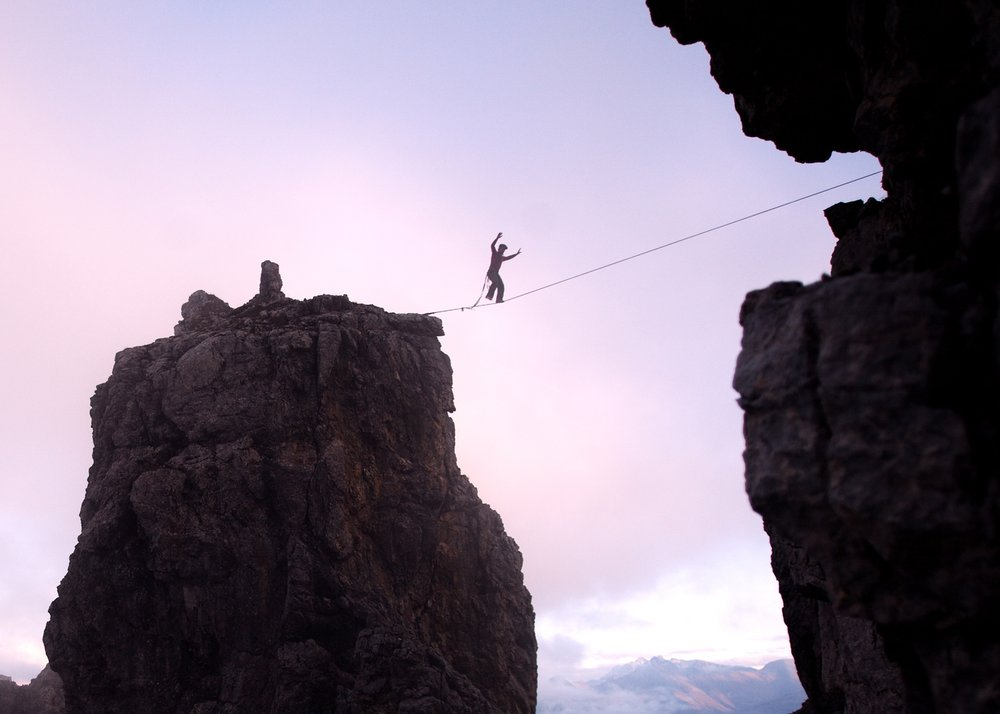 Bei dieser Begehung fehlte der flow. Er kam erst später.Simon Sirch auf der Highline. Foto Christoph Jorda
