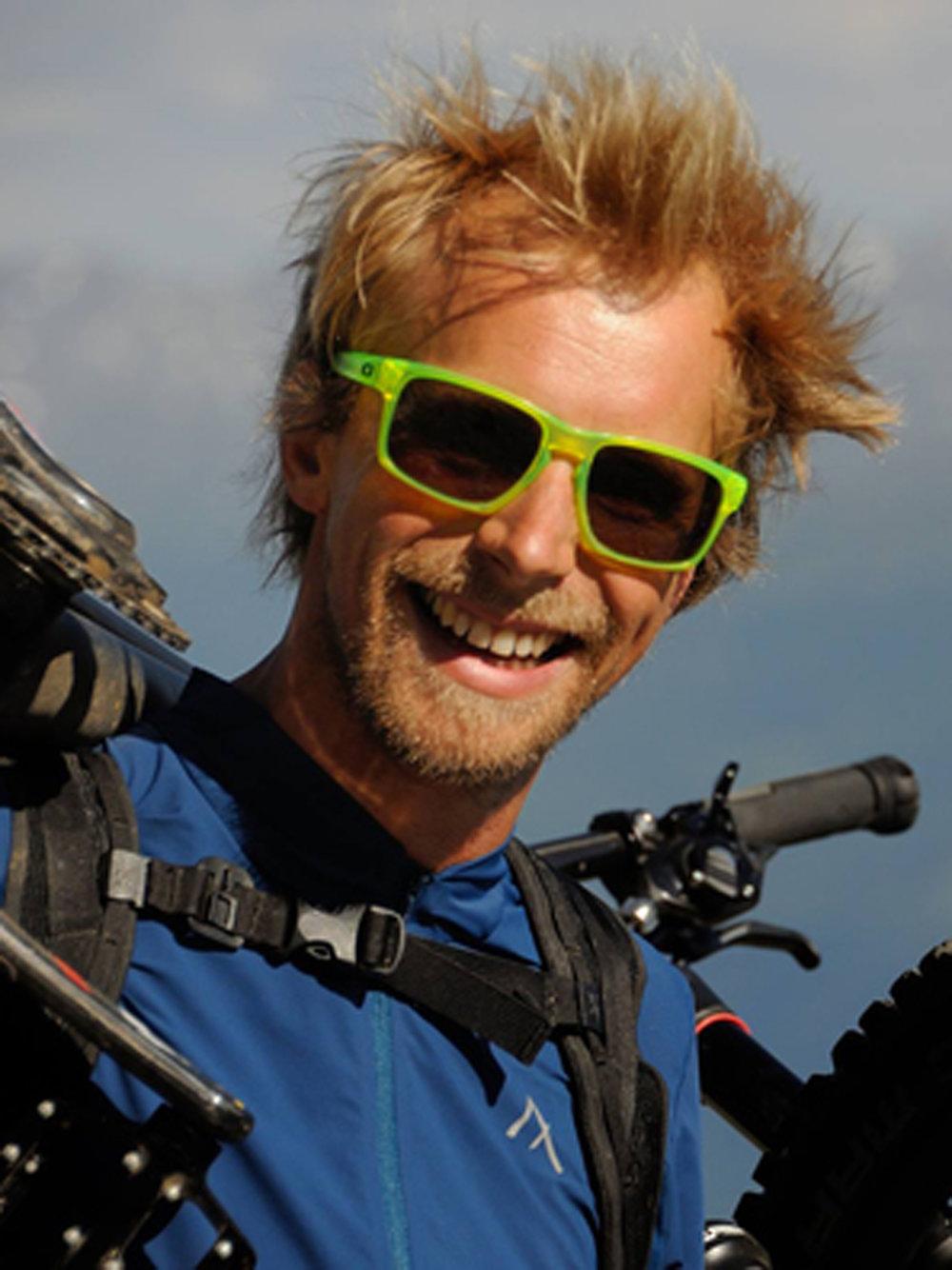 Harald  ist Mountainbike-Profi ohne Wettkampf-Ergebnisse. Stattdessen hat sich der pfiffige Wahl-Innsbrucker als Bikebergsteiger einen Namen gemacht, um schließlich im flow-Thema aufzugehen: Gemeinsam mit Dr. Simon Sirch ist er Autor des Buches  FLOW  – Warum Mountainbiken glücklich macht. Mit  Multimedia-Vorträgen  über seine Abenteuer begeistert Harald ein breites Publikum – vom Outdoorsport bis in den Businessbereich.