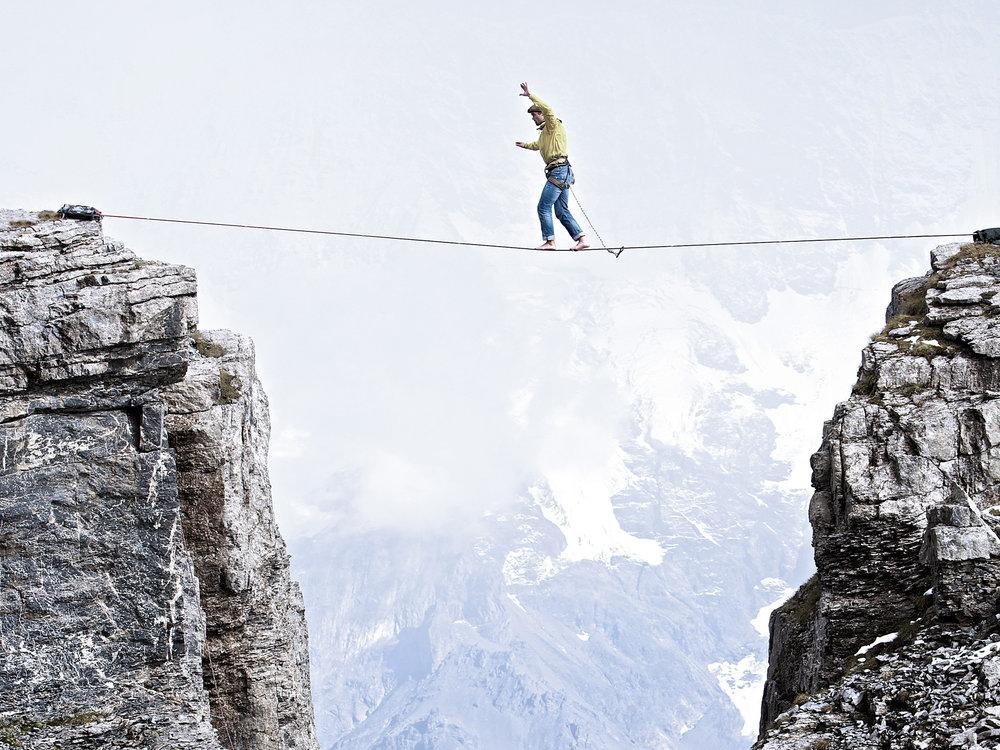 Simon im dynamischen Gleichgewicht auf der Highline am Schilthorn | Foto:  Christoph Jorda