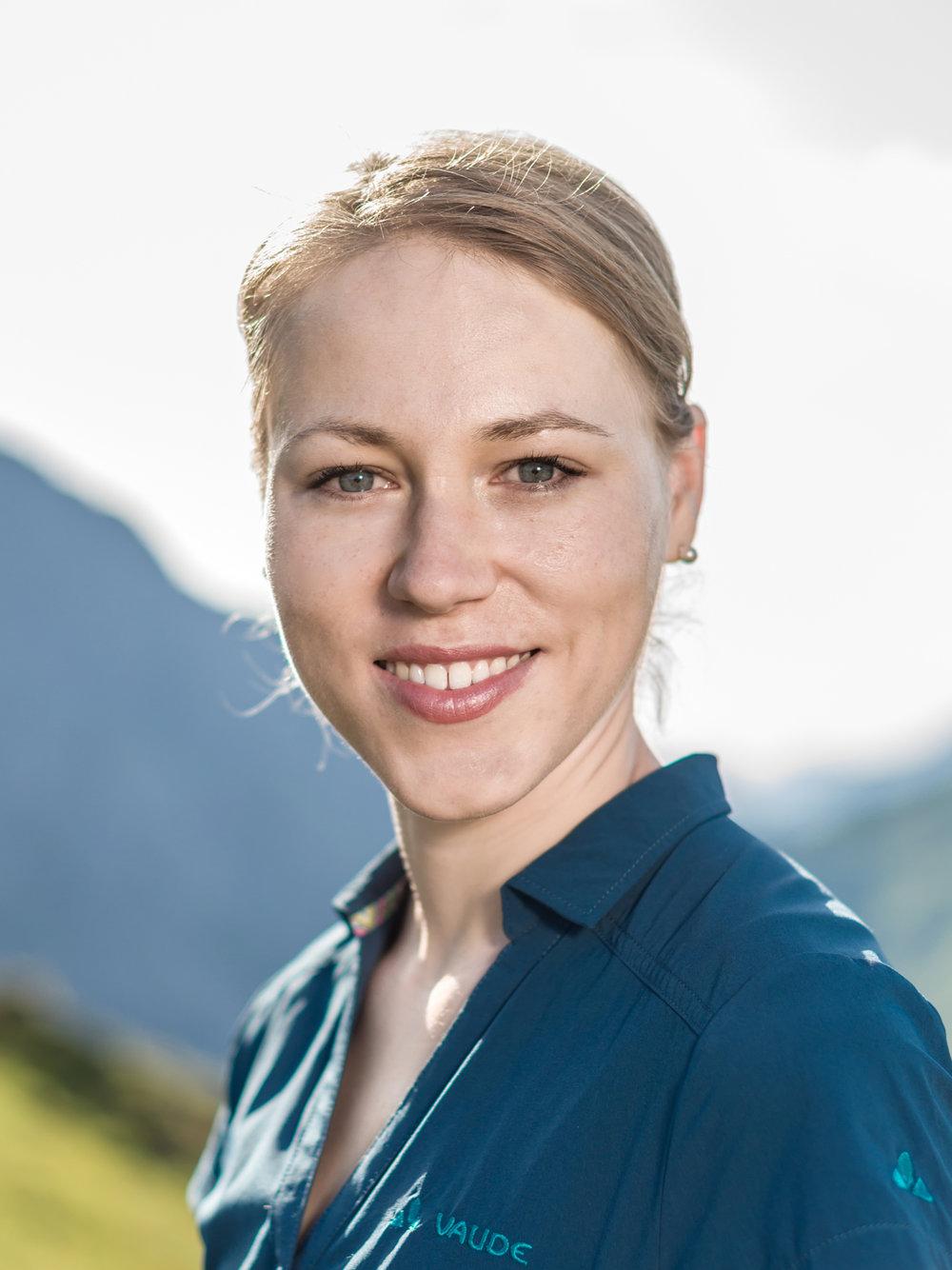 Kerstin-Profilfoto-original-1MB.jpg