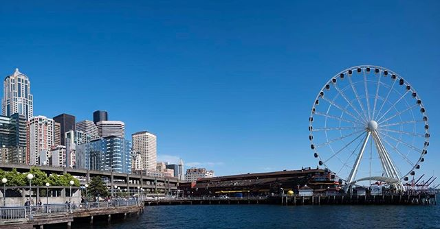 The Seattle Great Wheel by Pier 57. It is fun being a tourist in your own city once in a while.  #seattlegreatwheel #cityscape #photographerlife #leicam #leicam10 #summilux24mm