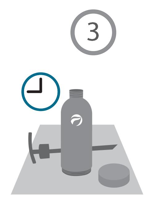 Para su relleno, las botellas de aluminio BioLosophy deben ser minuciosamente enjuagadas y secadas. Para efectuar esto, llenarlas por la mitad con agua, o aún mejor con una solución de vinagre y bicarbonato, agitando hasta remover cualquier remanente. Una vez limpio el envase, dejarlo secar.