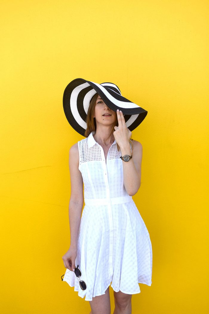 panda-easy-summer-outfit-white-sundress-straw-hat-05