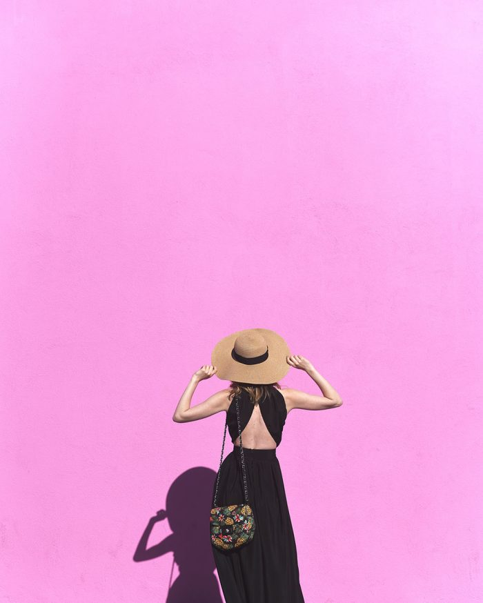 01_PaulSmith_PinkWall_BlackDress