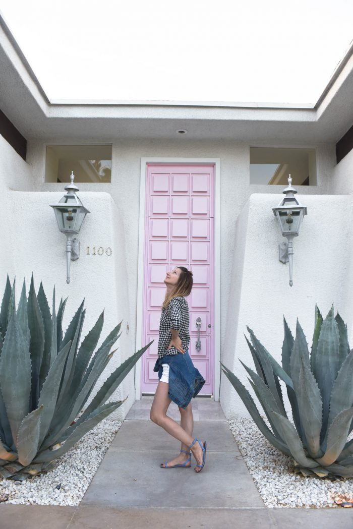 palm-springs-iconic-pink-door-fashionblogger-06-2