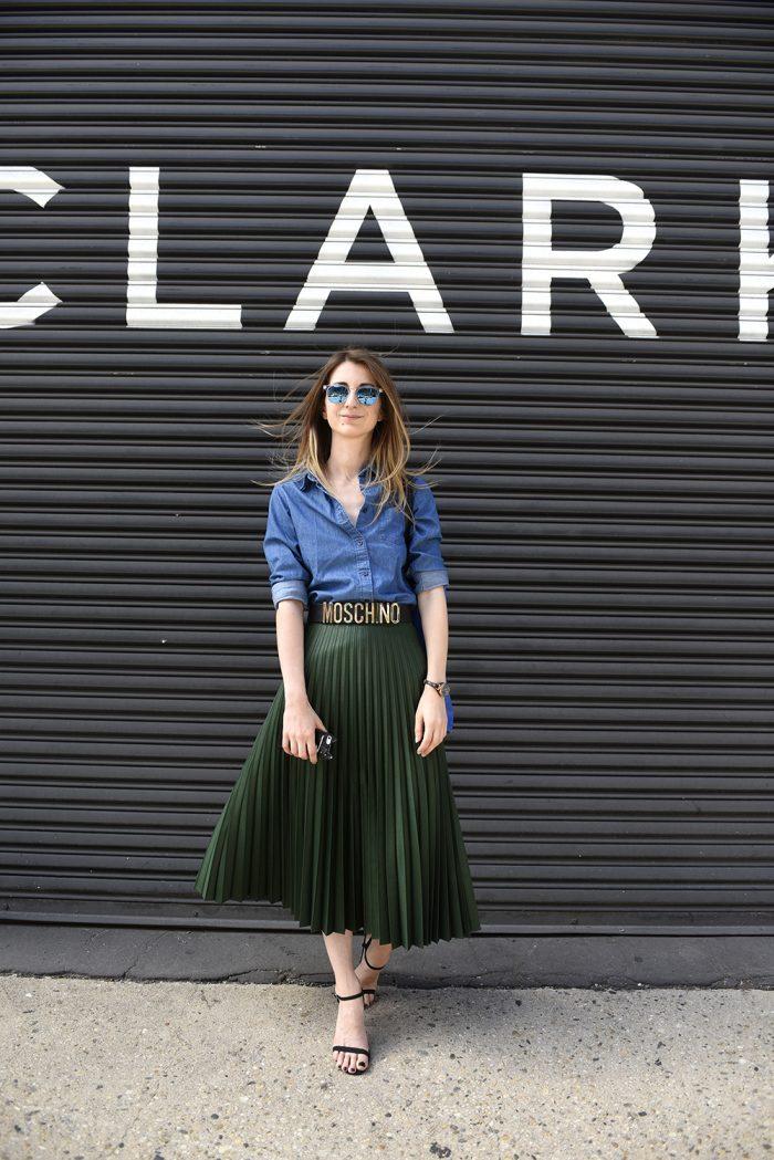 64c5f7320 moschino_belt_zara_skirt Skirt: Zara accordion pleat skirt Shirt: Uniqlo  denim shirt Belt: Moschino