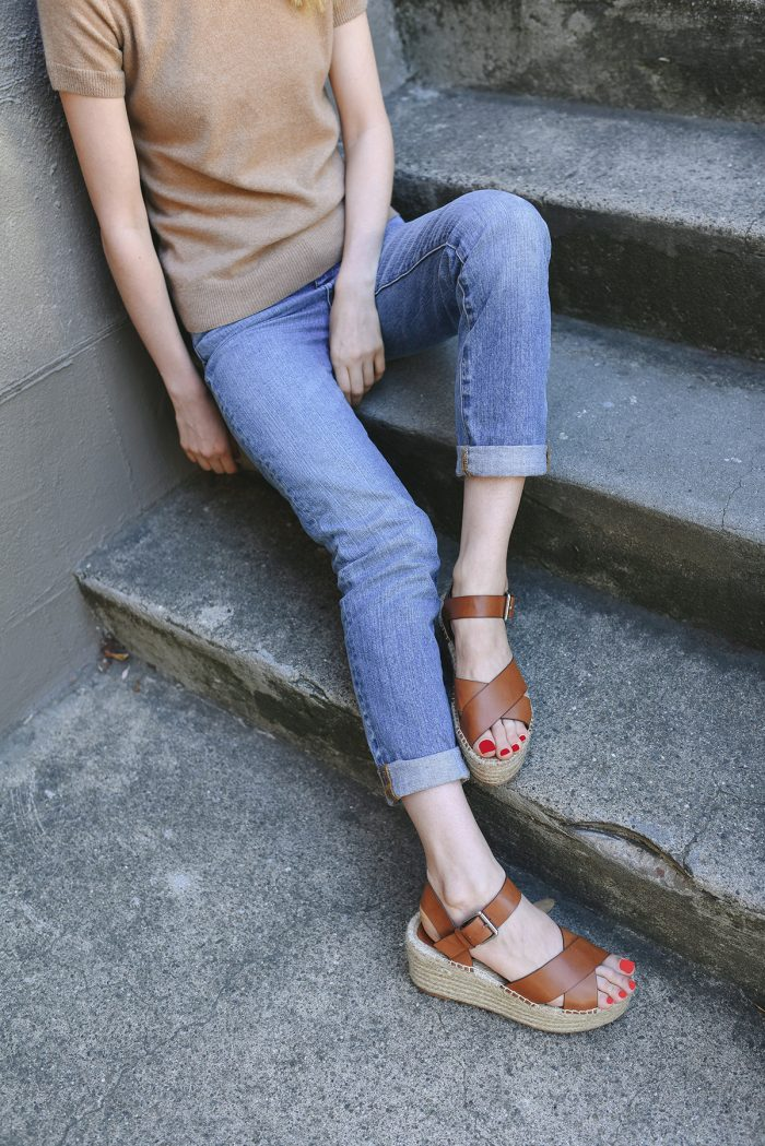 grana-boyfriend-jeans-camel-cashmere-top-outfit-2