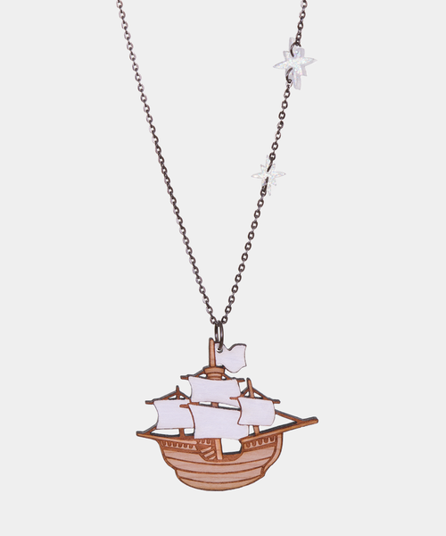 Ship necklace full.png