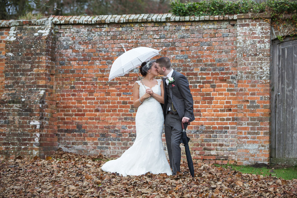 Donnington_Grove_Wedding_Photographer_Newbury_018.jpg