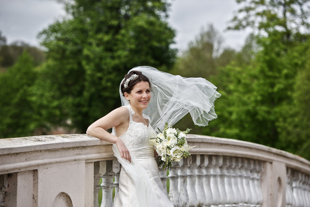 Donnington_Grove_Wedding_Photographer_Newbury_039.jpg