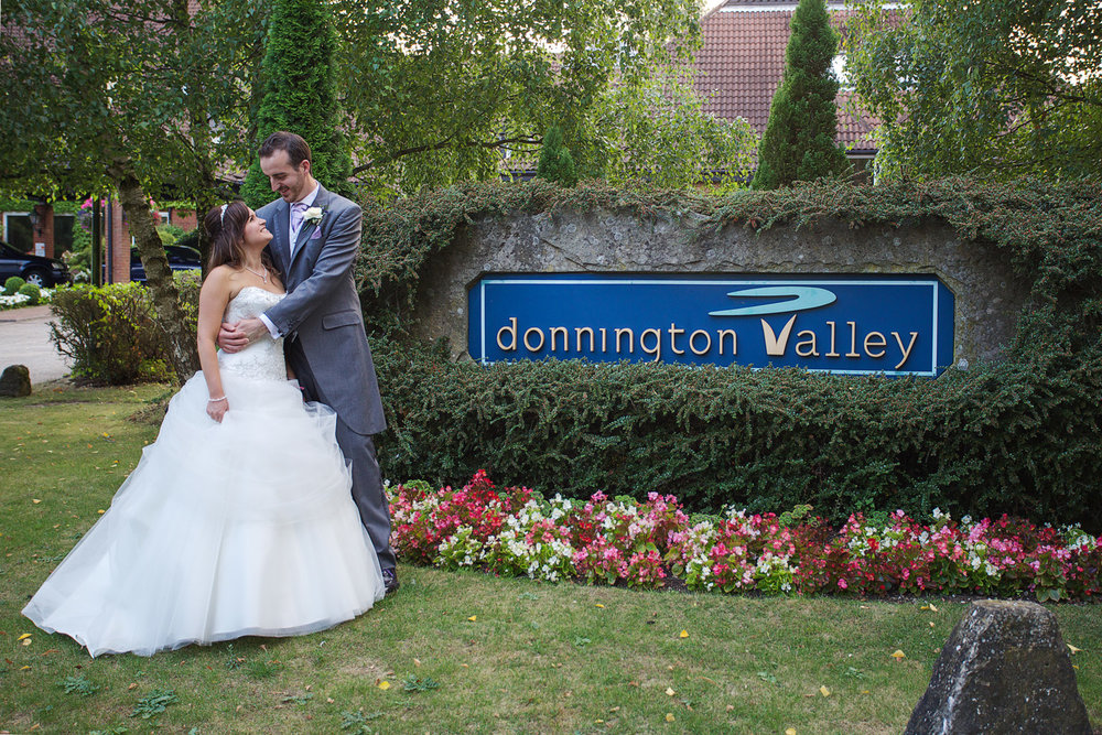 Donnington_Valley_Hotel_Wedding_Photographer_Newbury_Berkshire_033.jpg
