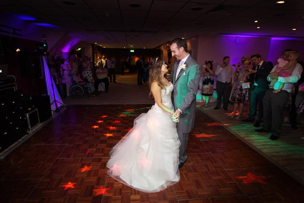 Donnington_Valley_Hotel_Wedding_Photographer_Newbury_Berkshire_036.jpg