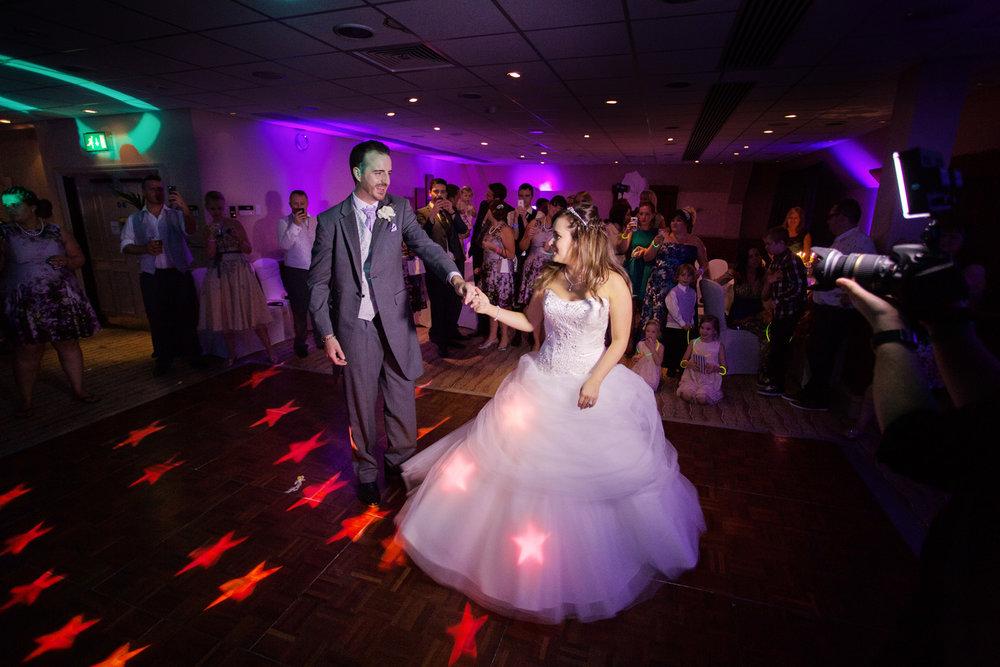 Donnington_Valley_Hotel_Wedding_Photographer_Newbury_Berkshire_037.jpg