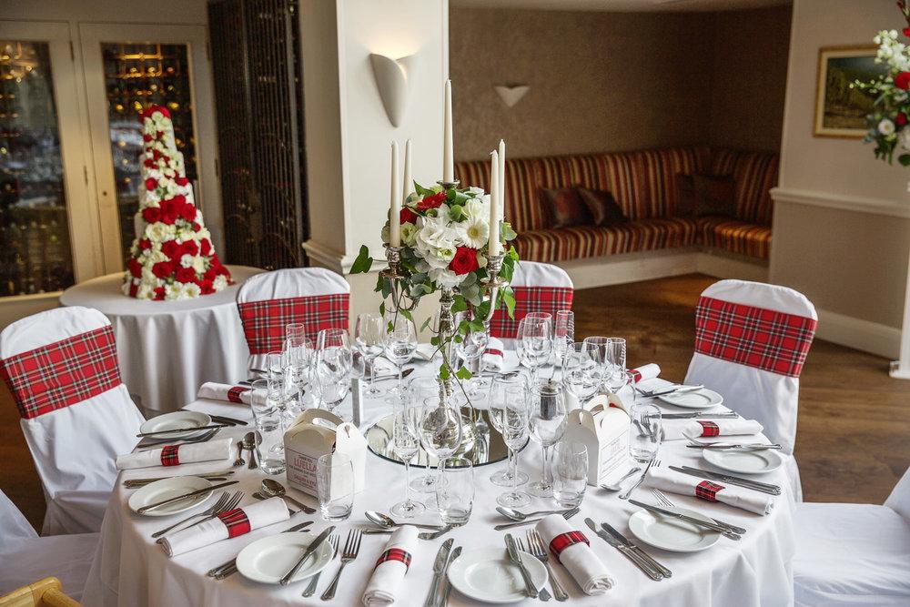 Donnington_Valley_Hotel_Wedding_Photographer_Newbury_Berkshire_045.jpg