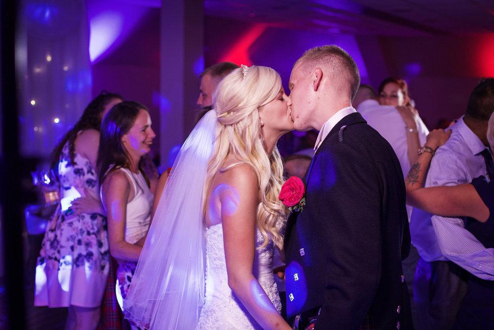 Donnington_Valley_Hotel_Wedding_Photographer_Newbury_Berkshire_054.jpg