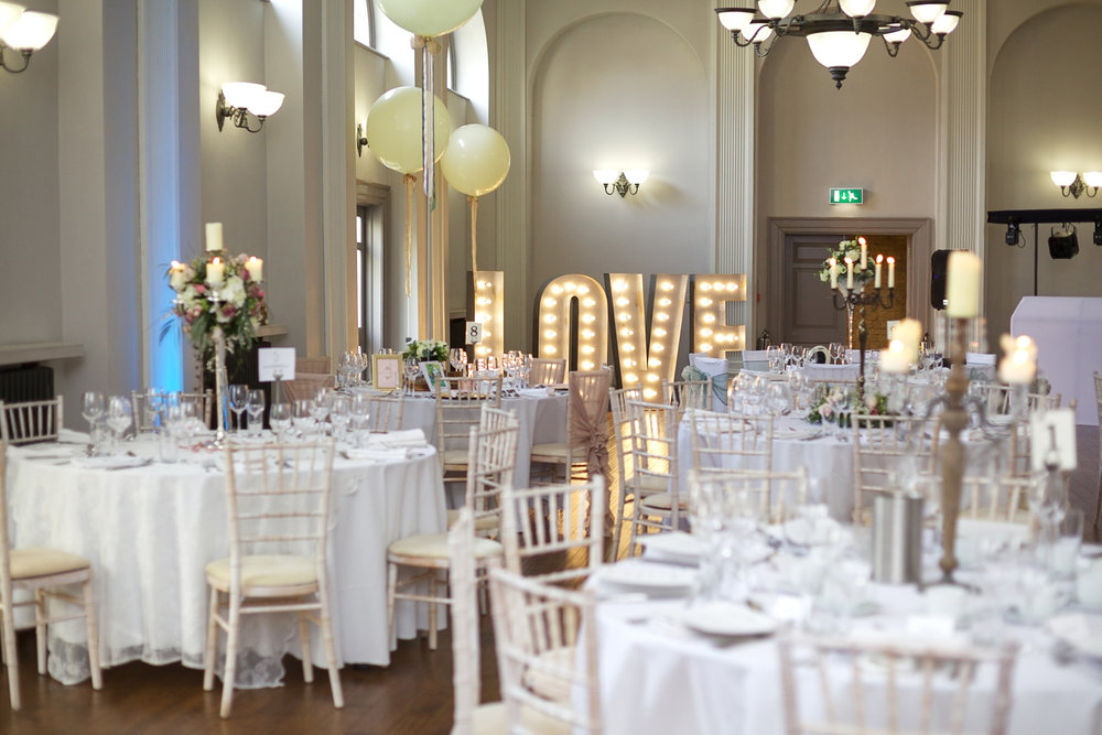 Kings_Head_Hotel_Wedding_Photographer_Cirencester_002.jpg