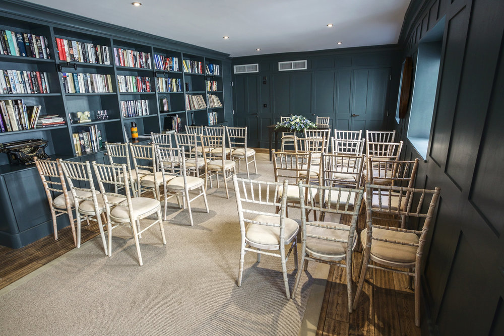 Kings_Head_Hotel_Wedding_Photographer_Cirencester_006.jpg