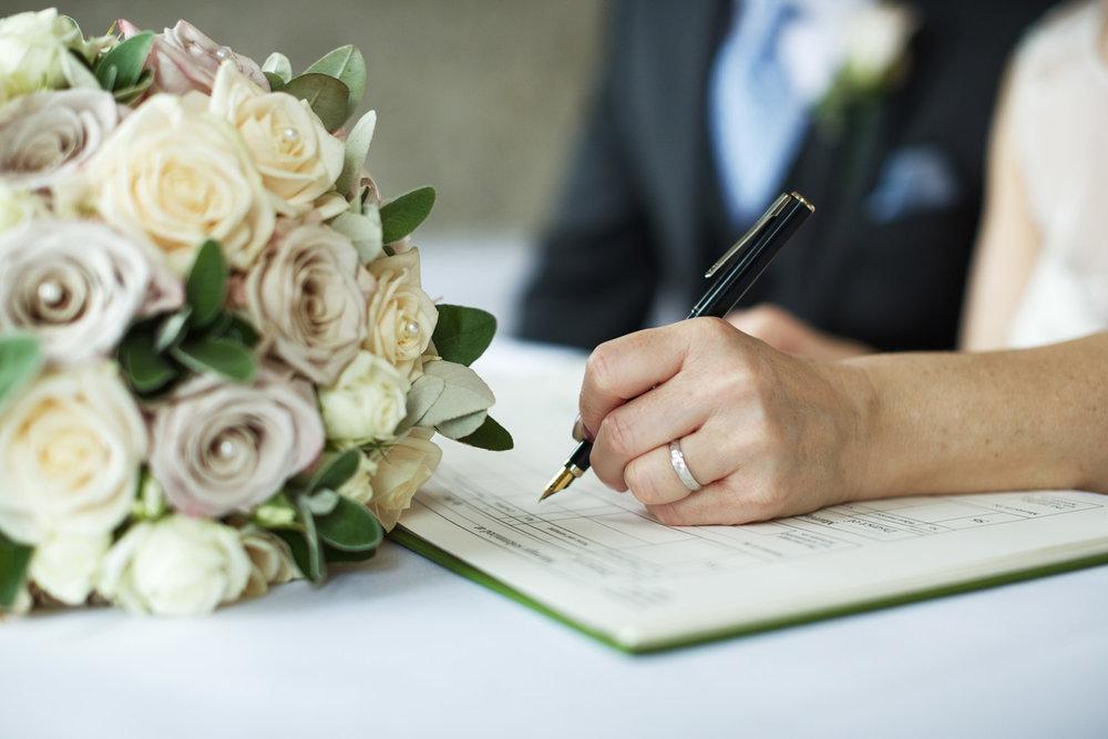 Kings_Head_Hotel_Wedding_Photographer_Cirencester_011.jpg
