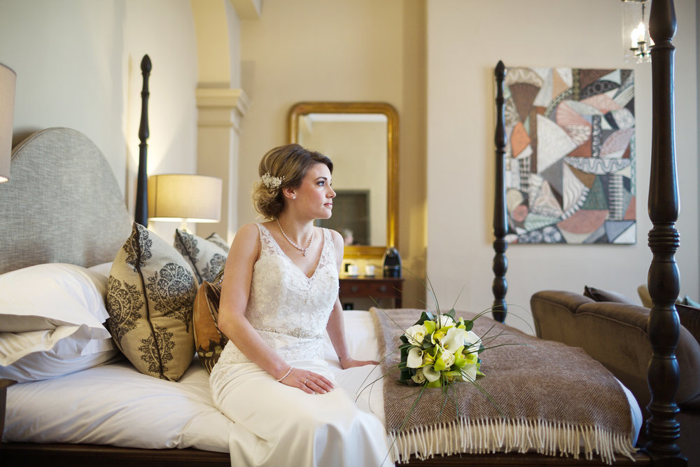 Kings_Head_Hotel_Wedding_Photographer_Cirencester_017.jpg