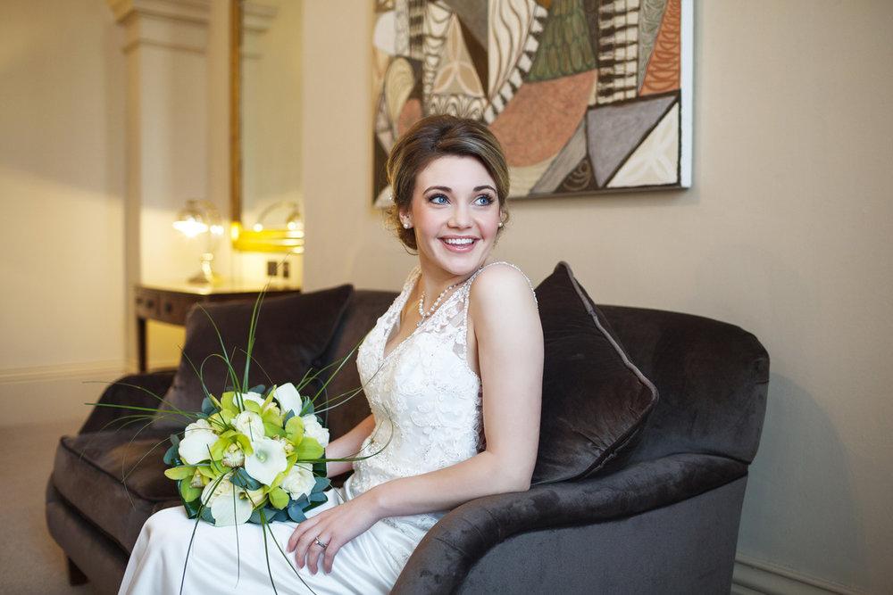 Kings_Head_Hotel_Wedding_Photographer_Cirencester_023.jpg