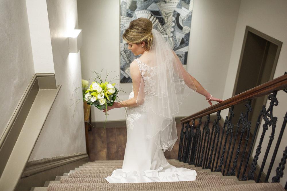 Kings_Head_Hotel_Wedding_Photographer_Cirencester_037.jpg
