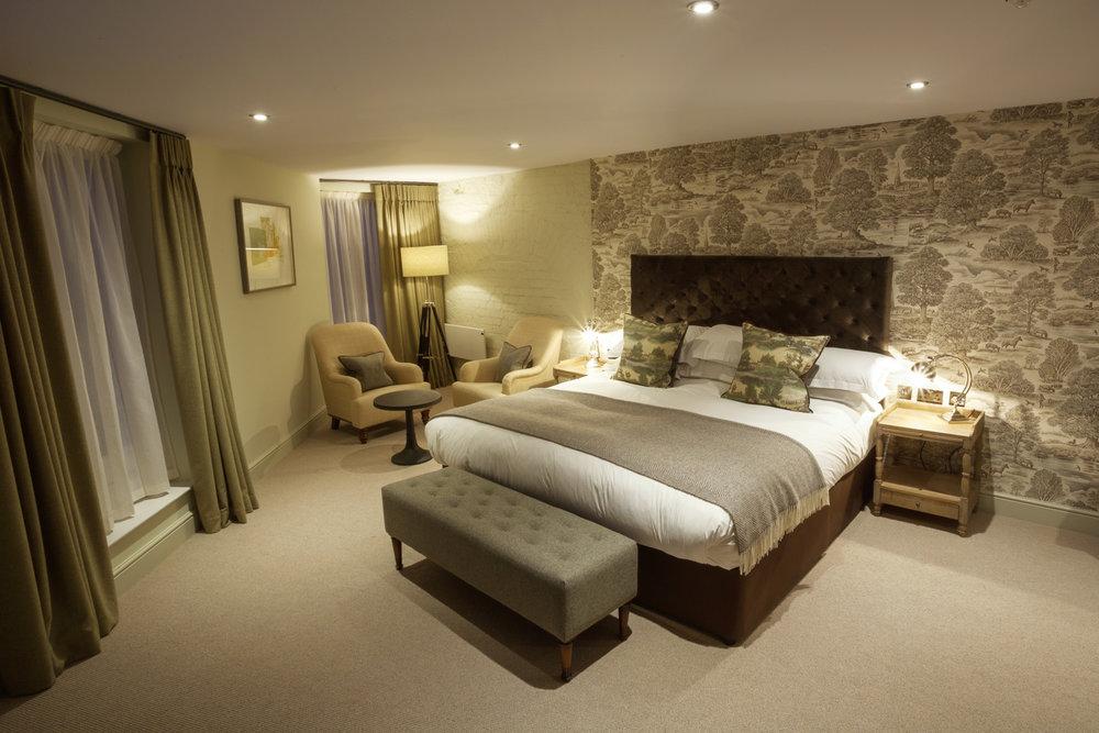 Kings_Head_Hotel_Wedding_Photographer_Cirencester_039.jpg