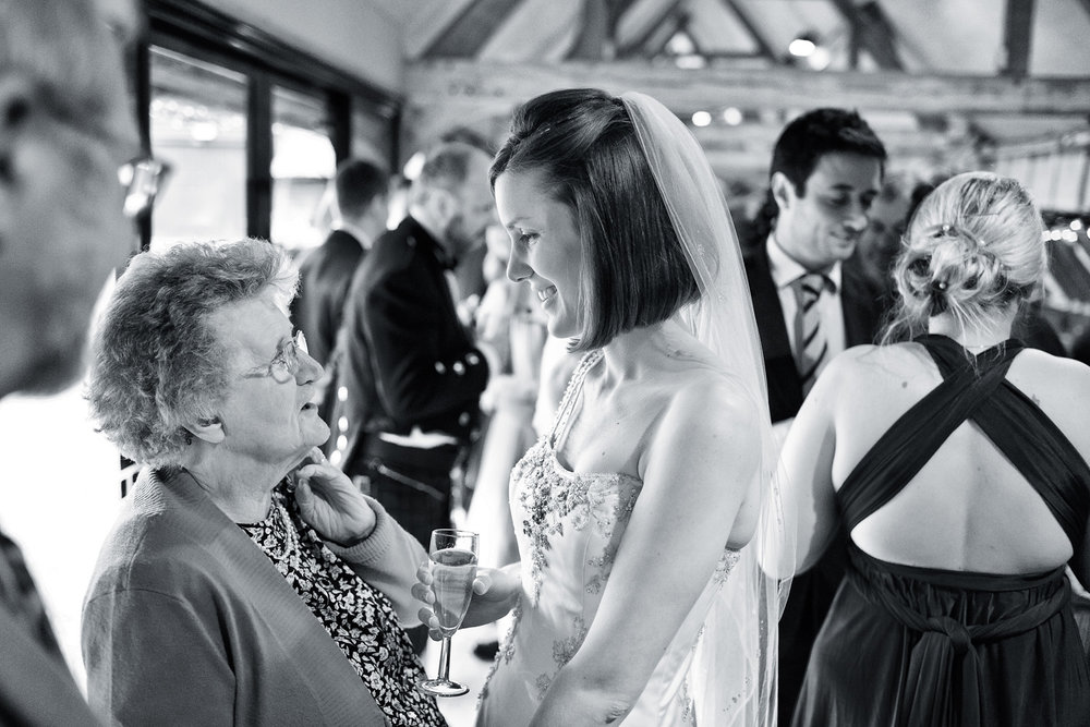 Lains_Barn_Wedding_Photographer_Wantage_023.jpg