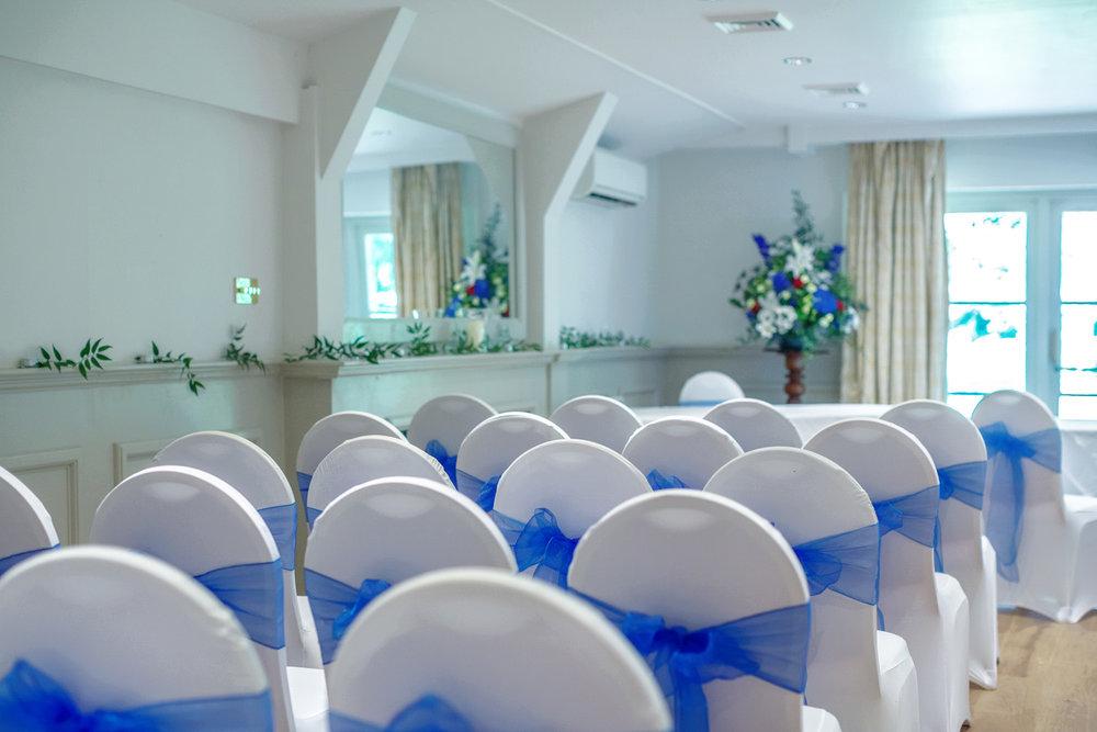 Newbury_Manor_Hotel_Wedding_Photographer_Newbury_Berkshire_004.jpg
