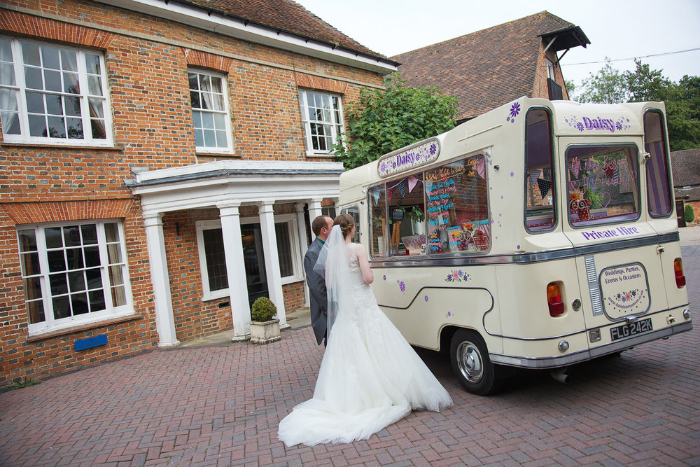 Newbury_Manor_Hotel_Wedding_Photographer_Newbury_Berkshire_021.jpg