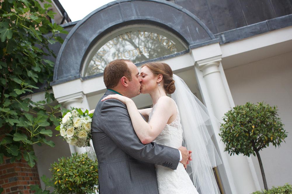 Newbury_Manor_Hotel_Wedding_Photographer_Newbury_Berkshire_026.jpg