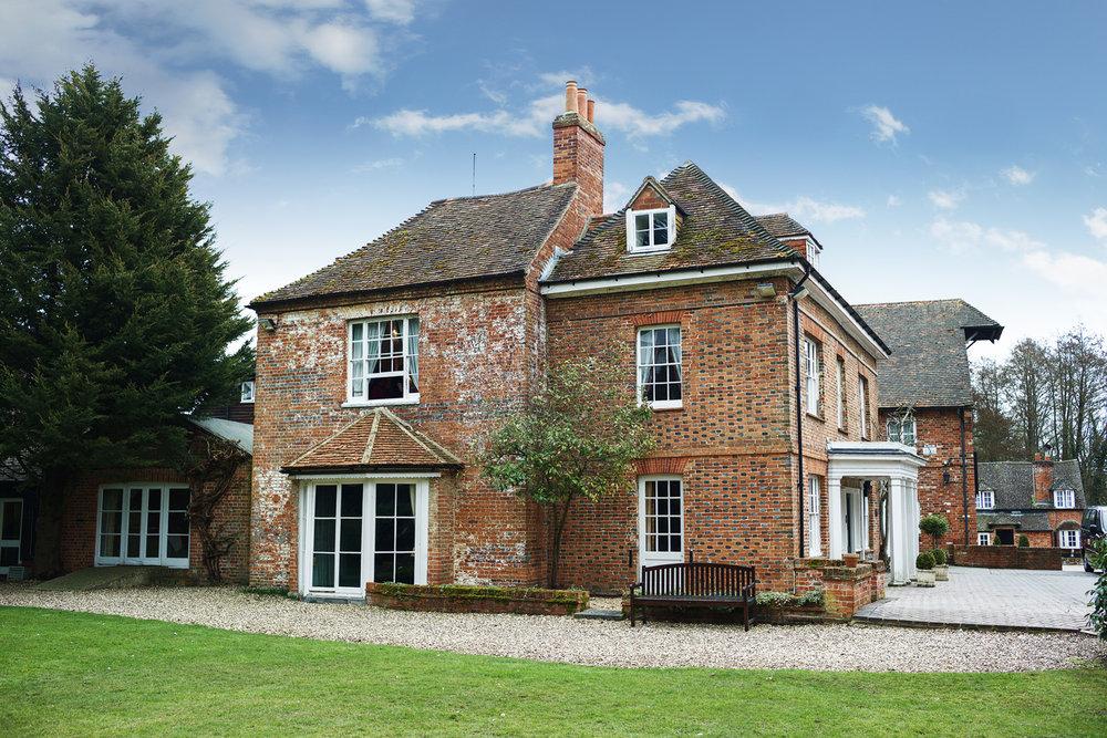 Newbury_Manor_Hotel_Wedding_Photographer_Newbury_Berkshire_043.jpg