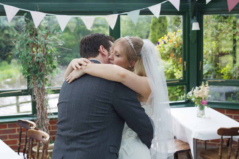 The_Old_Mill_Wedding_Photographer_Aldermaston_017.jpg