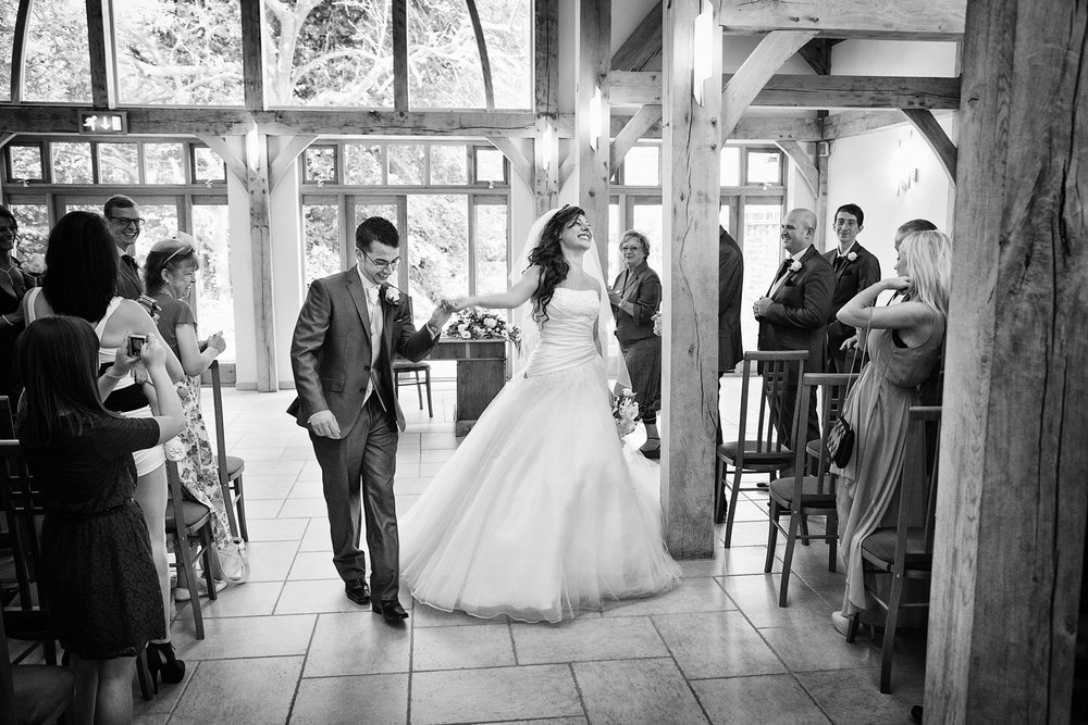 Rivervale_Barn_Wedding_Photographer_Yateley_029.jpg
