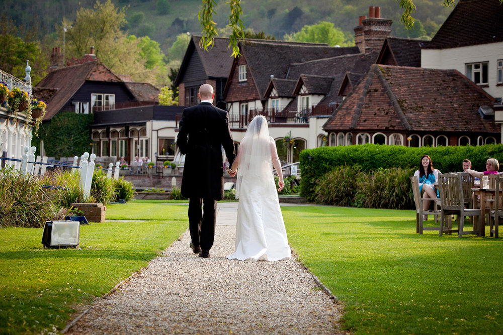 Swan_At_Streatley_Wedding_Photographer_Reading_014.jpg