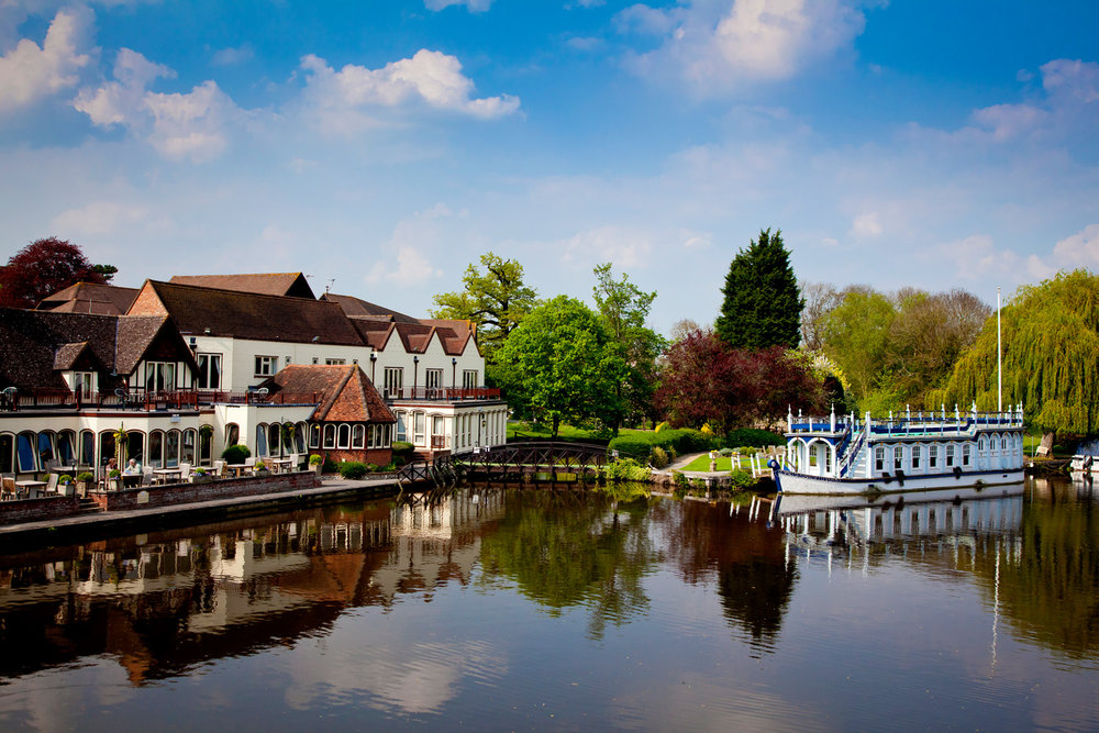 The Swan at Streatley Wedding Photographer