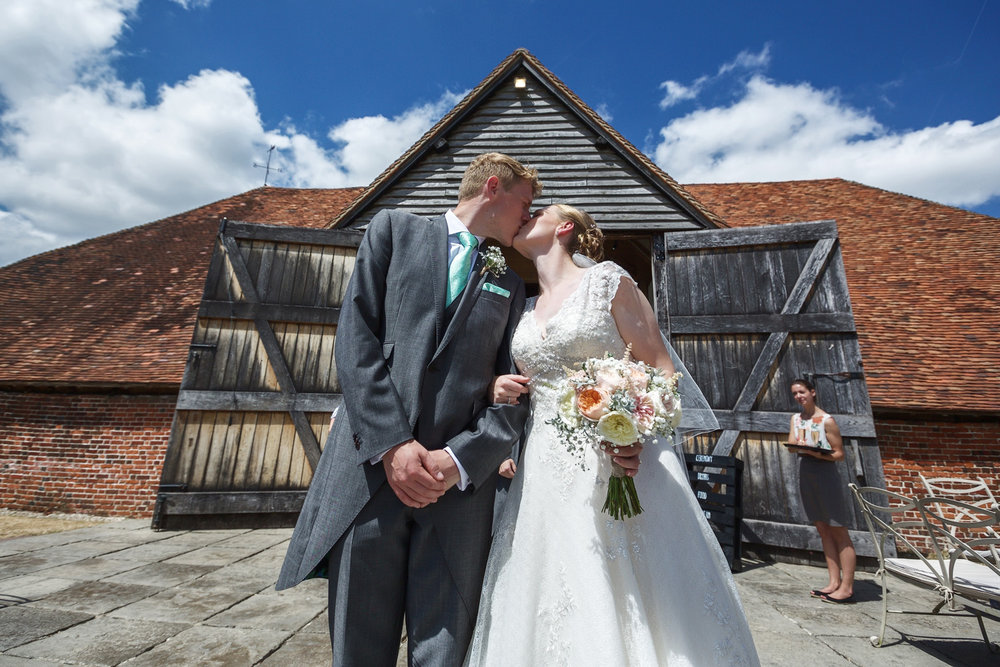 Ufton_Court_Barn_Wedding_Photographer_Reading_Berkshire_044.jpg