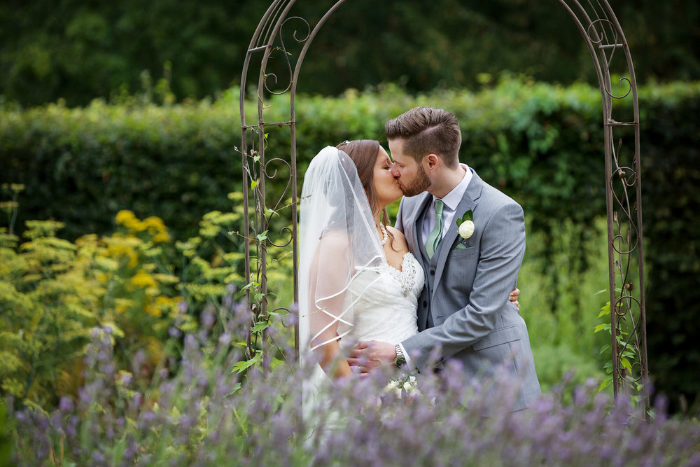 Ufton_Court_Barn_Wedding_Photographer_Reading_Berkshire_051.jpg