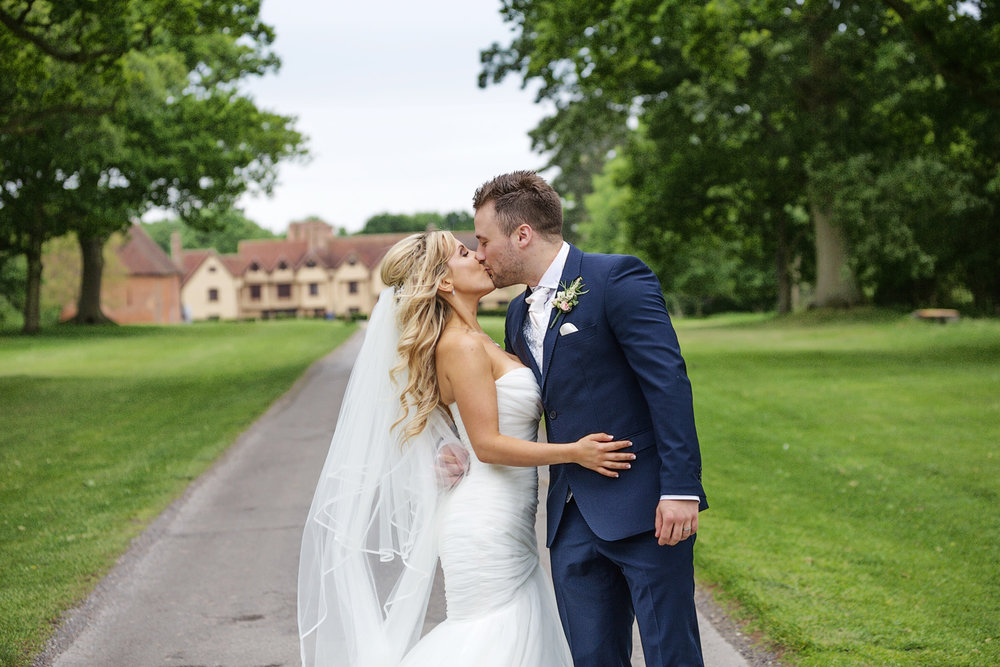 Ufton_Court_Barn_Wedding_Photographer_Reading_Berkshire_106.jpg