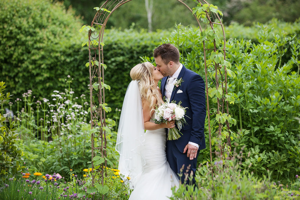 Ufton_Court_Barn_Wedding_Photographer_Reading_Berkshire_121.jpg