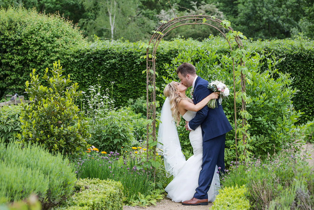 Ufton_Court_Barn_Wedding_Photographer_Reading_Berkshire_124.jpg