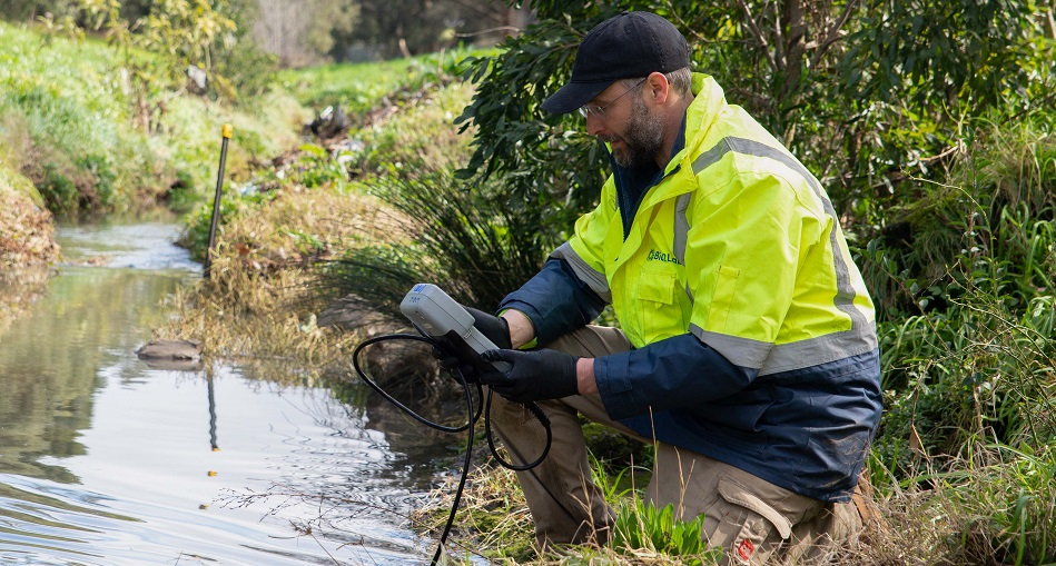 FIGHTING POLLUTION IN MELBOURNE'S WATER   -