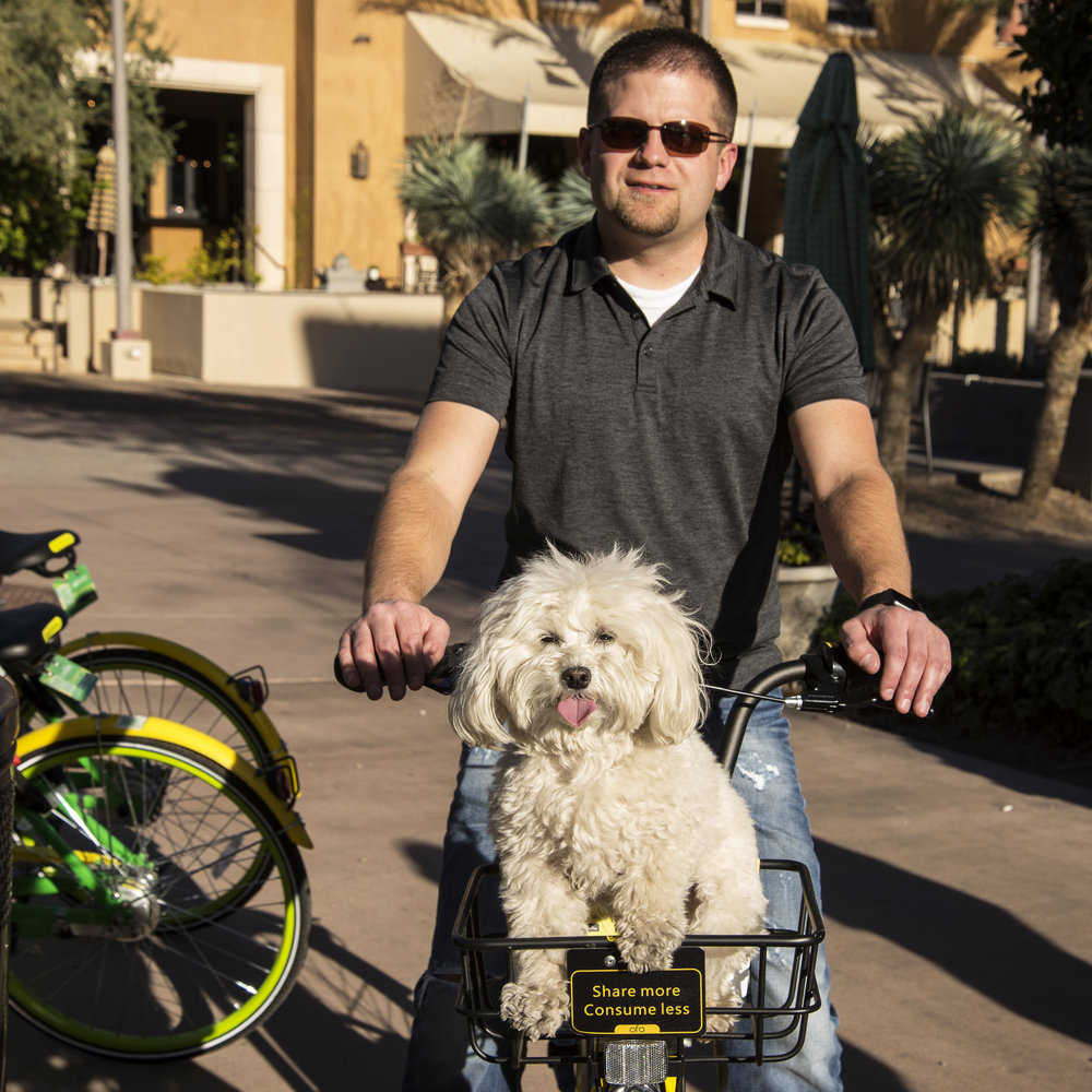 After the art show, we spent some time exploring around Downtown  Scottsdale . They had these bikes all over that you could rent and ride. Too bad the baskets weren't more puppy friendly…it would have been a much faster way to get around.