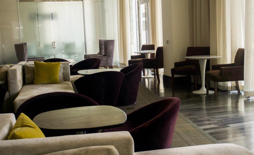 Hotel Sorella - Front Lobby