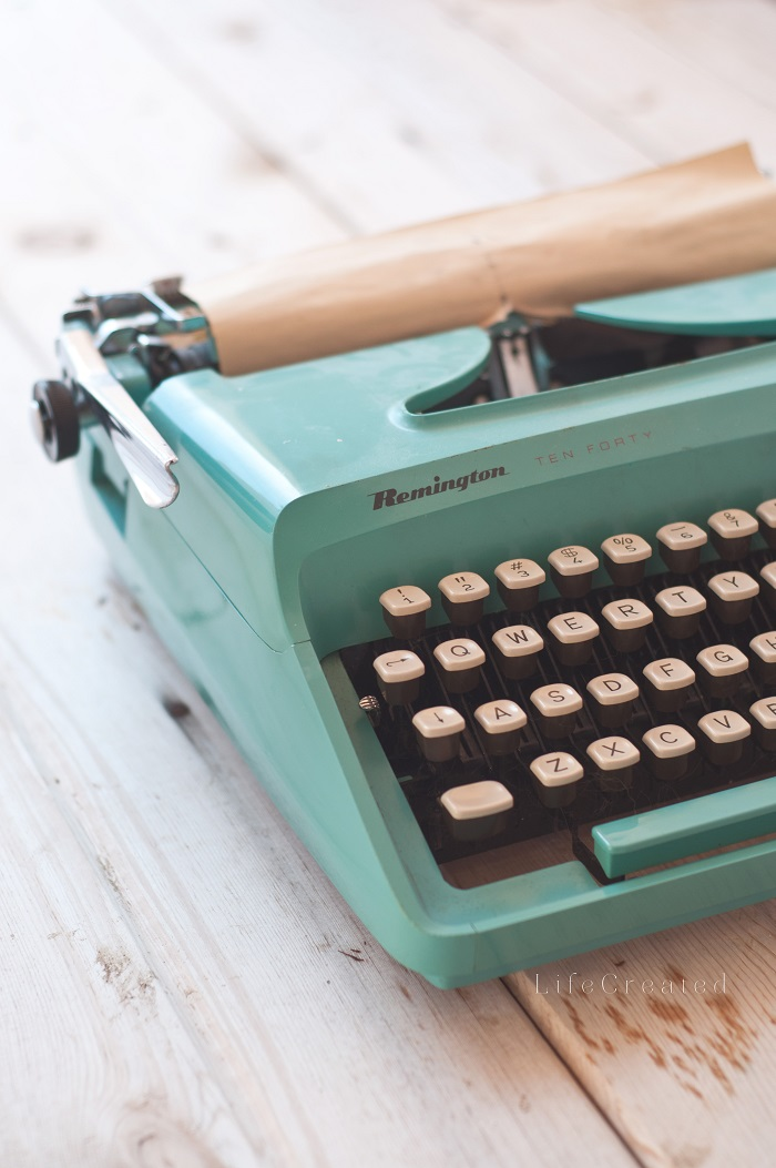typewriter700