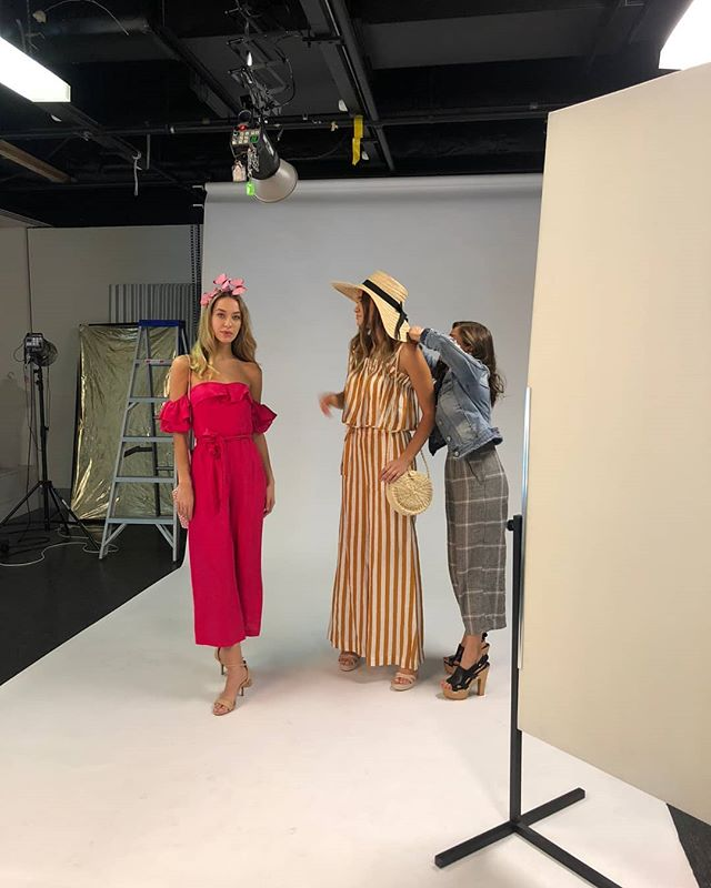 #behindthescenes you see now why I live in heels right? 😂 Shooting for the @heraldsunphoto last week, see my earlier post for the full shoot. Looks for the spring racing carnival on a budget. #worklife #newspaper